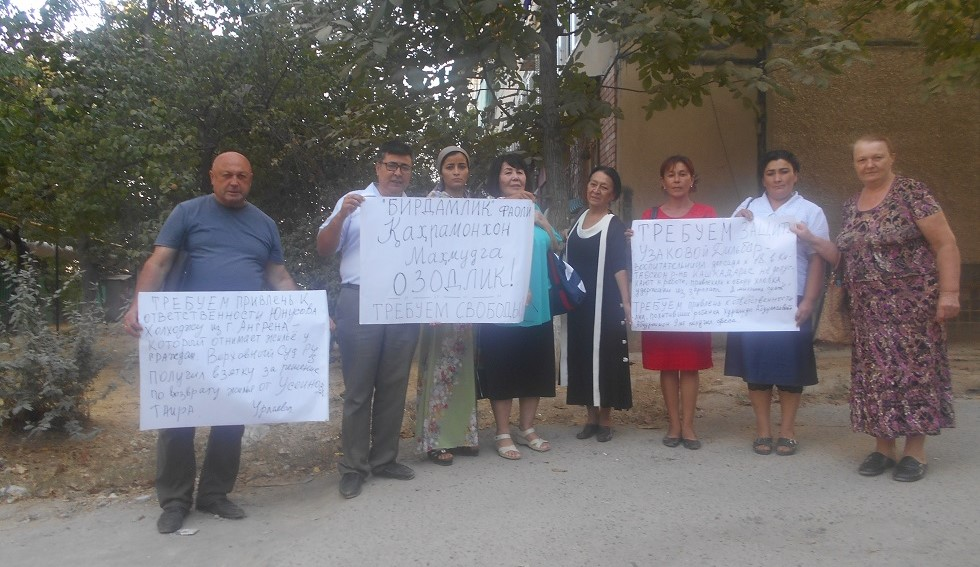 Birdamlik activists meeting attendants in Tashkent on 15 of September 2018, phto by: Elena Urlaeva